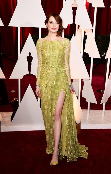 Ема Стоун в блестяща златна рокля с ръкави на Оскари 2015