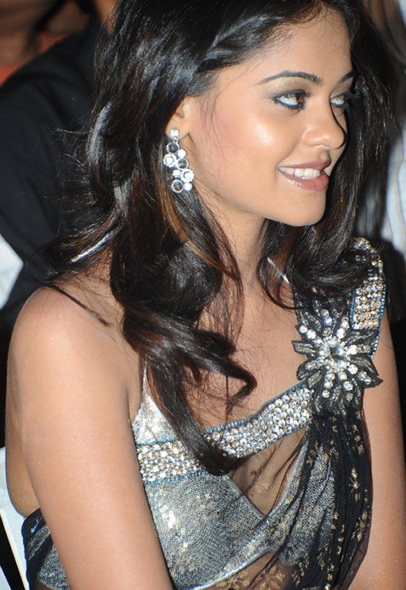 Bindu Madhavi  - Bindu Madhavi at some Event in Black Saree