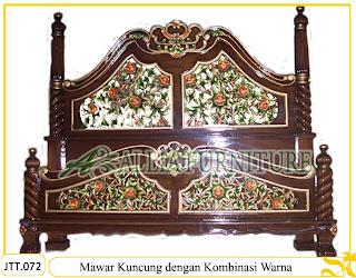 Tempat tidur ukiran kayu jati Mawar Kuncung Kombinasi Warna