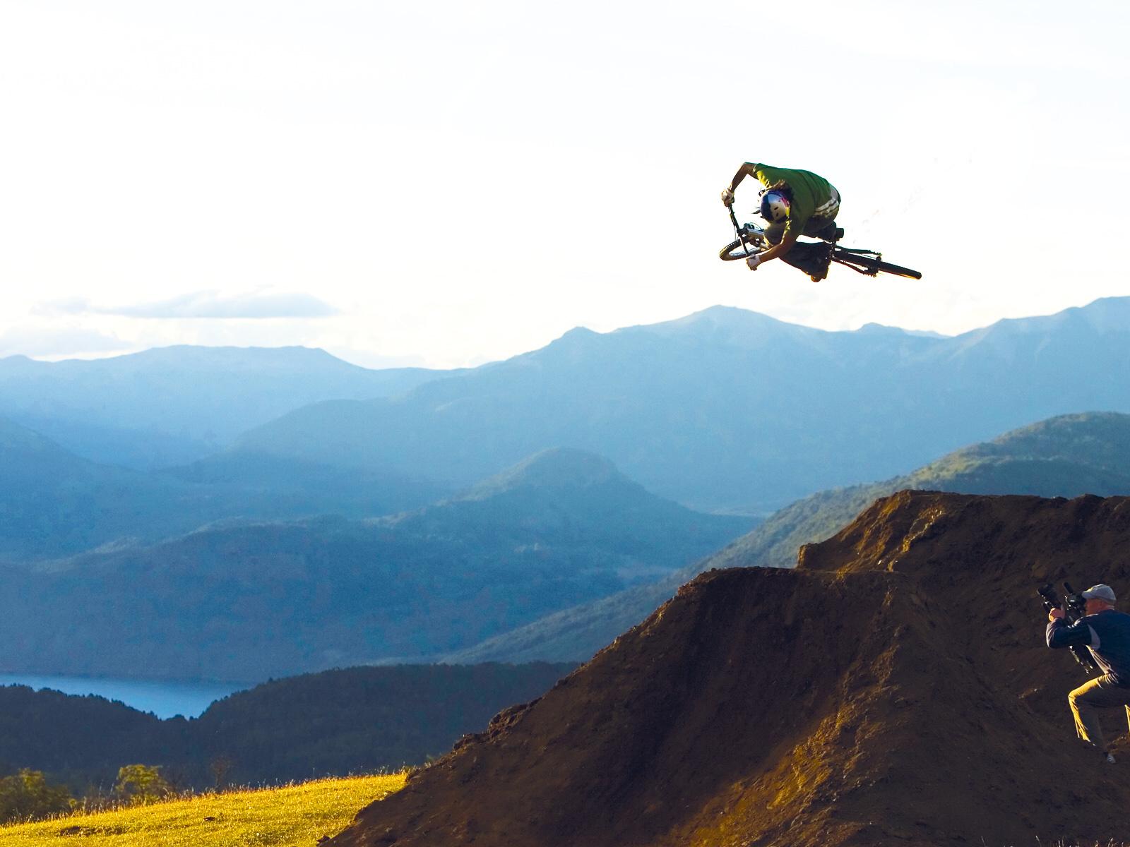 http://2.bp.blogspot.com/-8WkXVOni064/TkLh4lNUBPI/AAAAAAAABqk/qohdL6jtNuQ/s1600/mountain+Biking.jpg