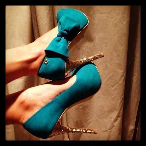 Mavi kurdeleli topuğu taşlı ayakkabı