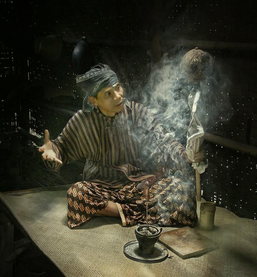 Mbah Dukun Tukang Gombal