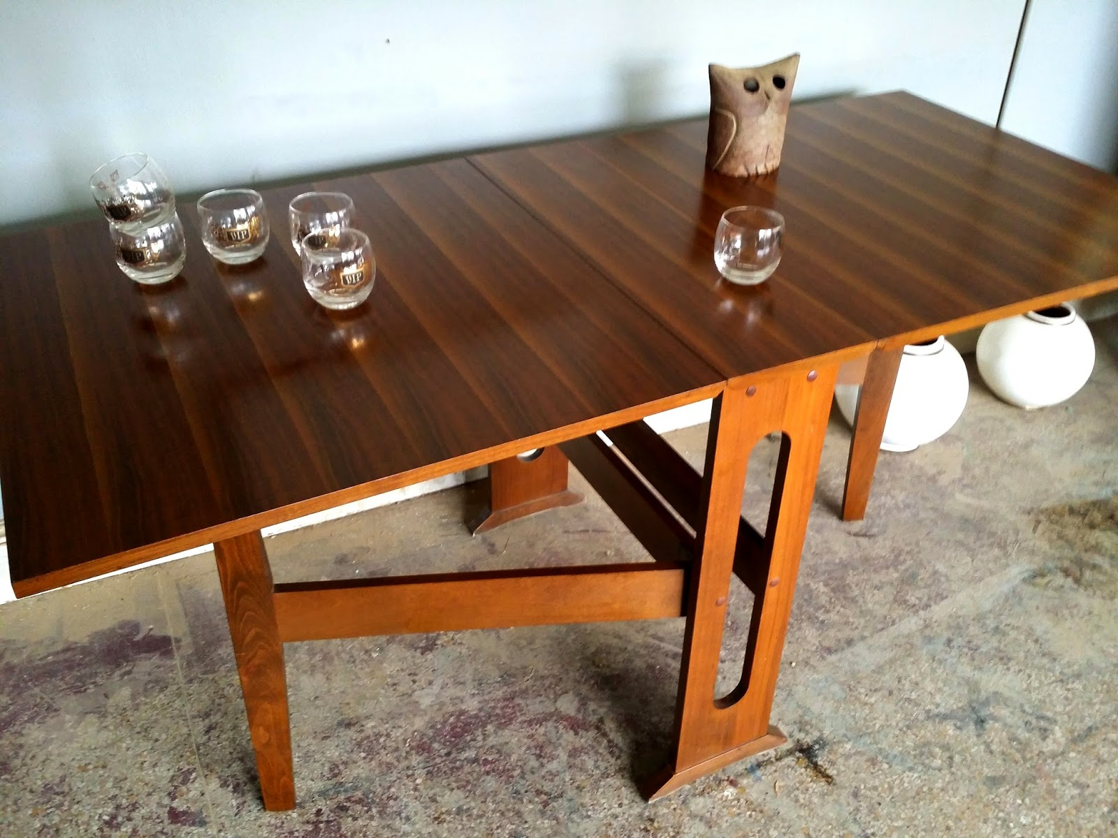 This Is A Stunning Mid Century Drop Leaf Dining Table. A Wonderful, Danish  Modern Style And In Fantastic Condition. The Wood Is Beautiful.