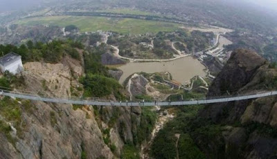 jembatan kaca terpanjang di china