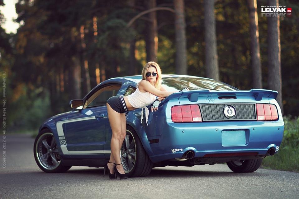 Порно фото девушек вместе с ford mustang