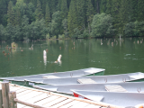 barci pe Lacul Rosu