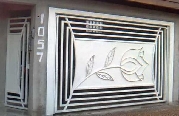 Portão em chapa com desenho em redondo de 1/4 e 3/16