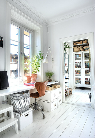 White airy home office Bright Inspiring Spaces Airy Office In Jackies Shoes Inspiring Spaces Airy Office In Jackies Shoes
