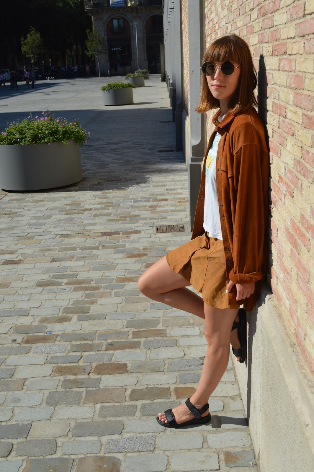 How to wear double suede, suede skirt and shirt