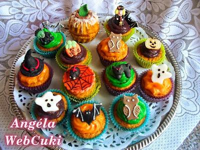 Halloweeni sütőtökös muffinok, vaníliás pudinggal ízesítve, marcipán figurákkal díszítve.