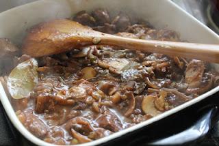 Thịt cừu hầm với rượu nho 7