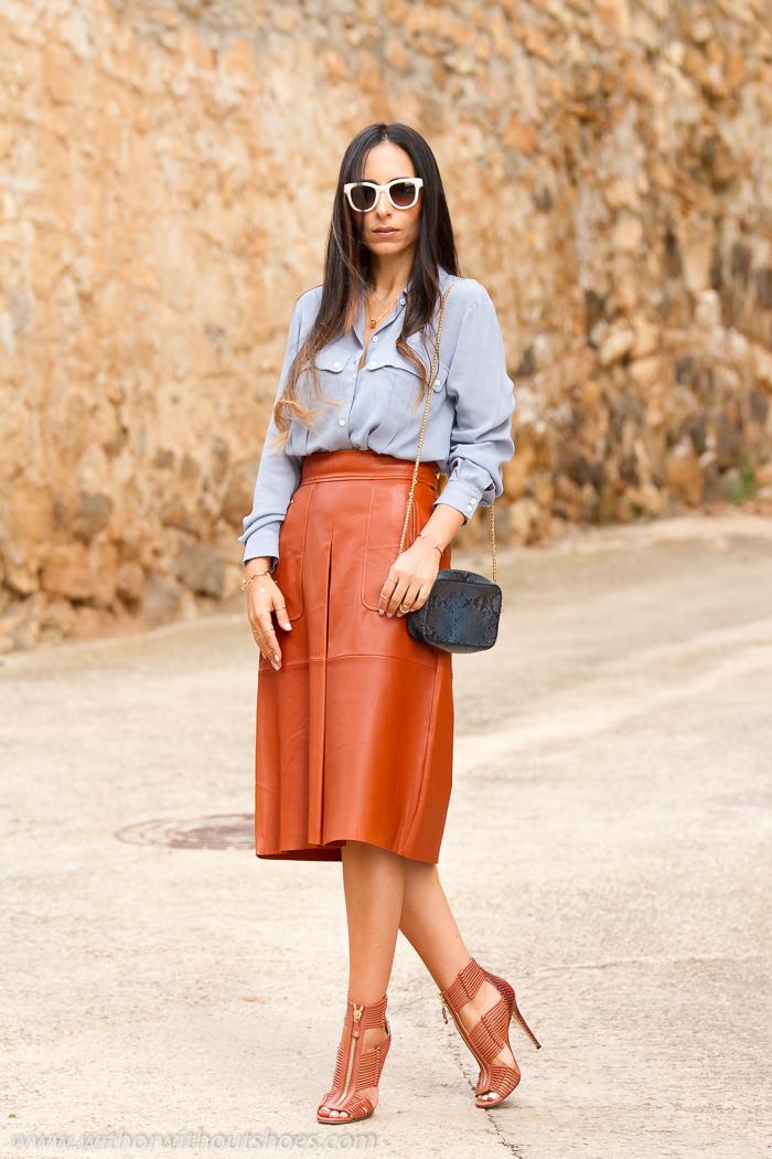Blogger de moda Valenciana con zapatos bonitos y lujosos de diseñador