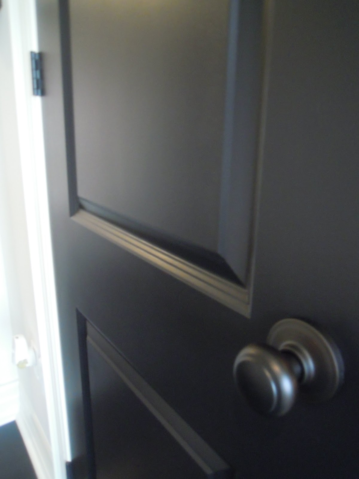 White wood black doors add drama - Vloer roller ...