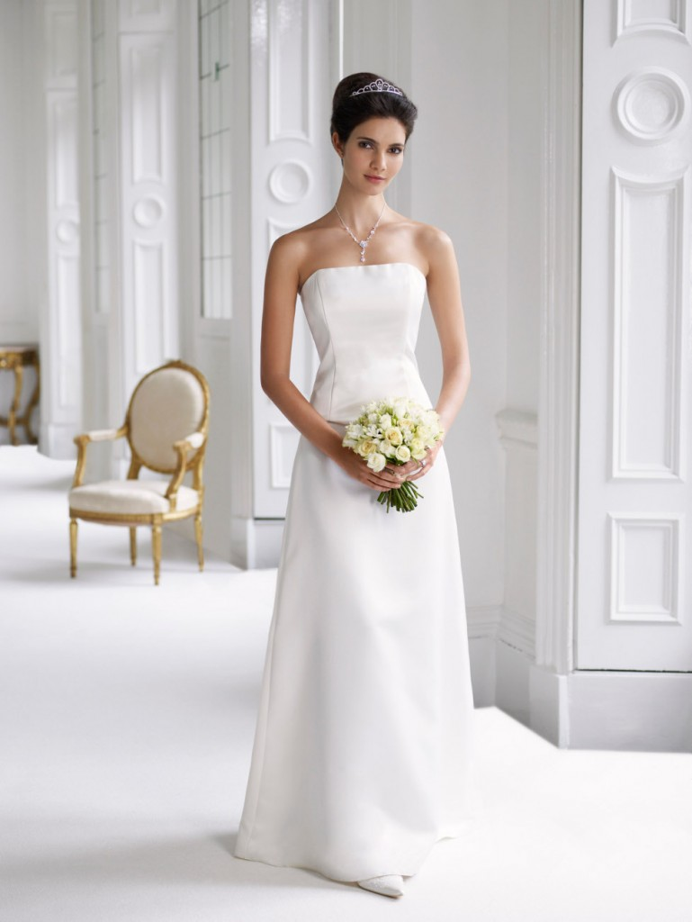 Simple wedding dress 2011 women fashion tv for Simple casual wedding dresses