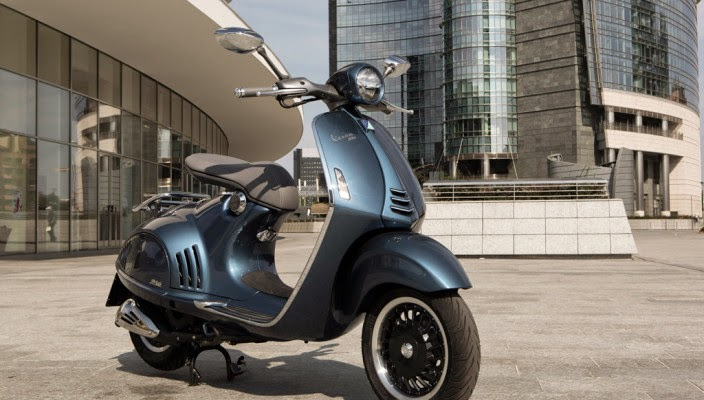 Vespa 946 Bellisima blue midnight