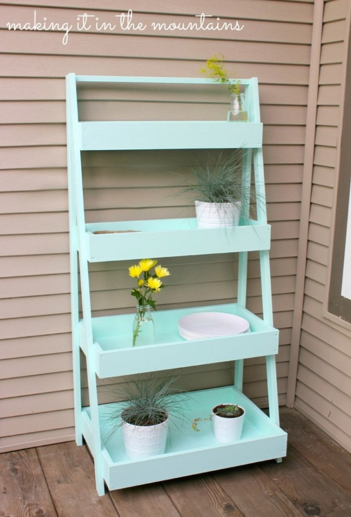 Diy haz tu propia estanter a escalera en color mint for Estanteria jardin plantas