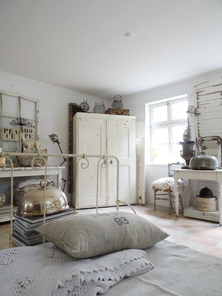 princessgreeneye kissenschlacht im neuen sofa bett. Black Bedroom Furniture Sets. Home Design Ideas