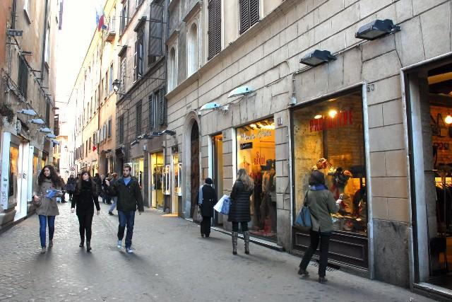 Green pebbles a passion for luxury fashion and watches for Corner via del corso roma