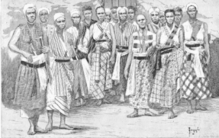 Mujeres guerreras con el vestido tradicional