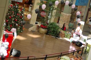 http://2.bp.blogspot.com/-8ZcitcTkivk/Tl-hCbby9AI/AAAAAAAAAho/levJvAppNQk/s320/balloon-arch-stage-decorations.jpg
