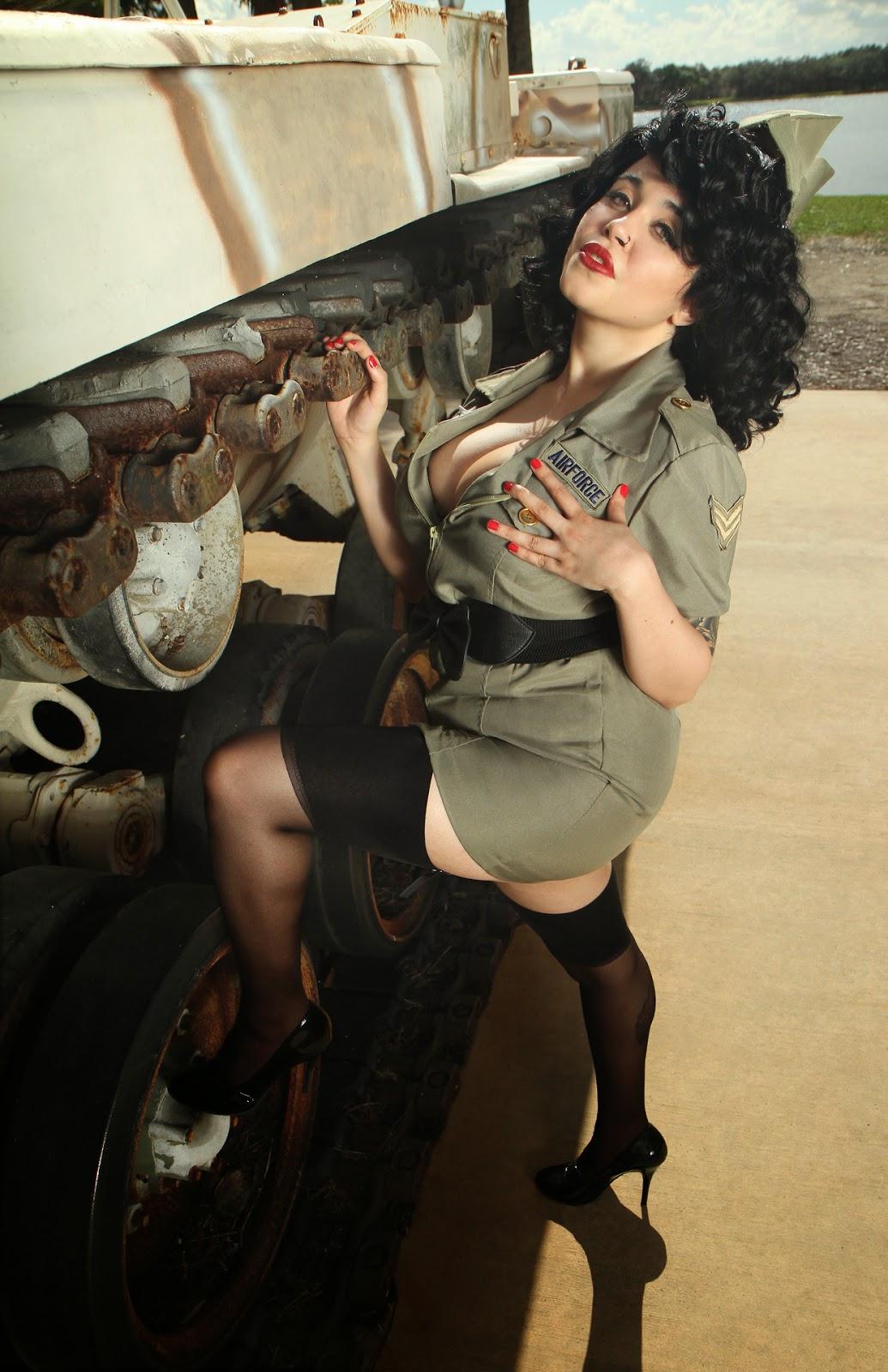 photo d'Envyus Deviant en aviatrice sexy en talons et bas