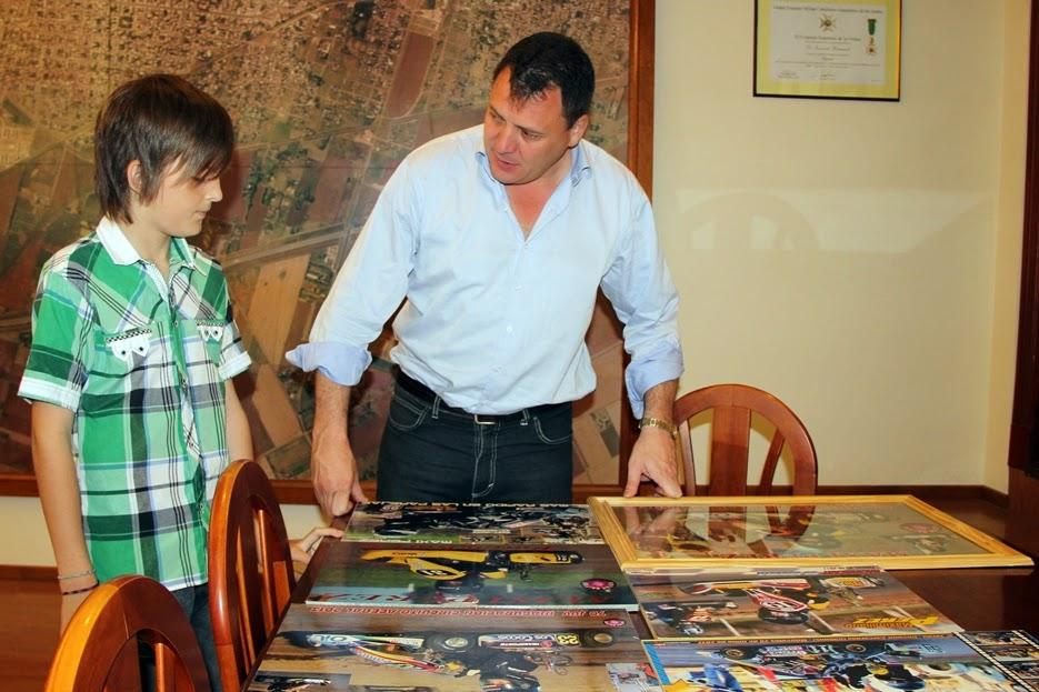 Reconocimiento al joven piloto Maxi Pérez