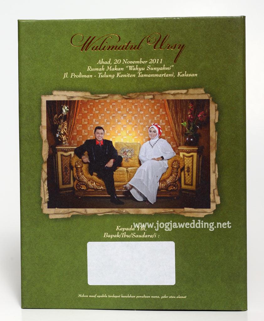 Undangan Pernikahan Hard Cover Pita Hijau Emas