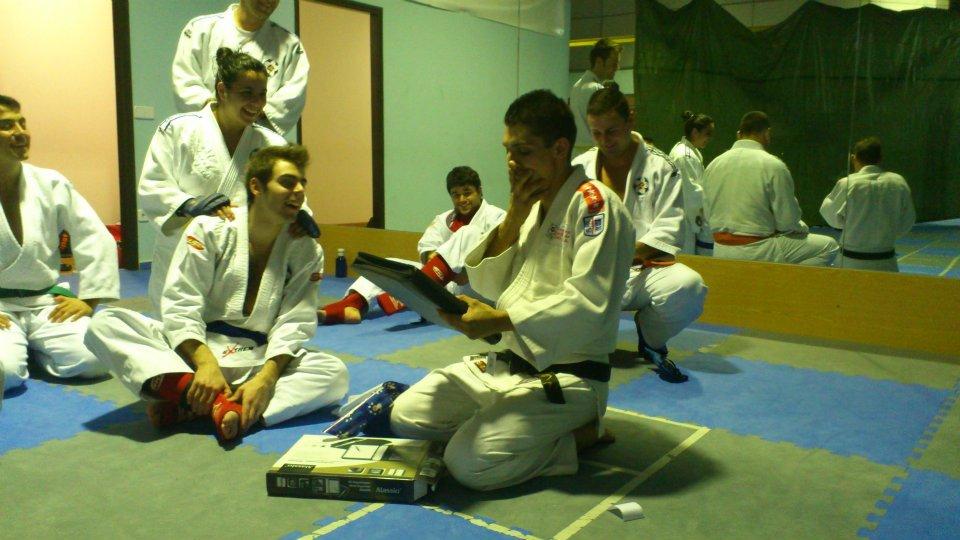 Jittsu club parla enero 2012 for Oficina empleo parla