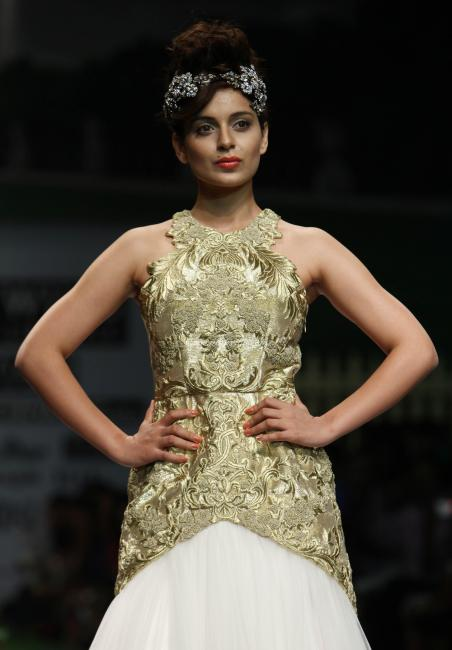 kangana ranaut walks at spring-summer 2012 actress pics