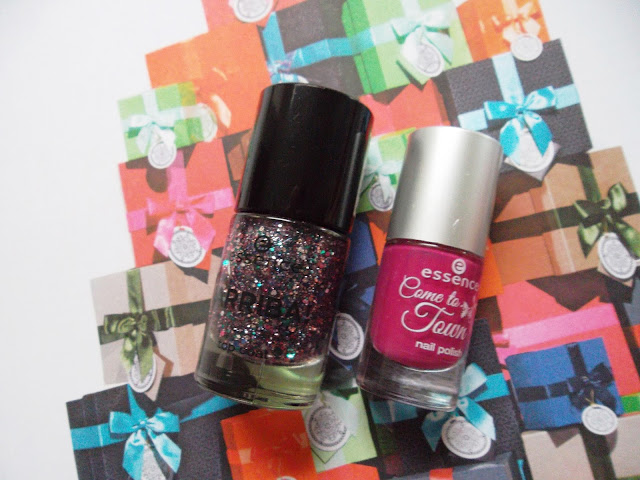 http://www.verodoesthis.be/2015/12/julie-friday-nails-64-christmas-chica.html