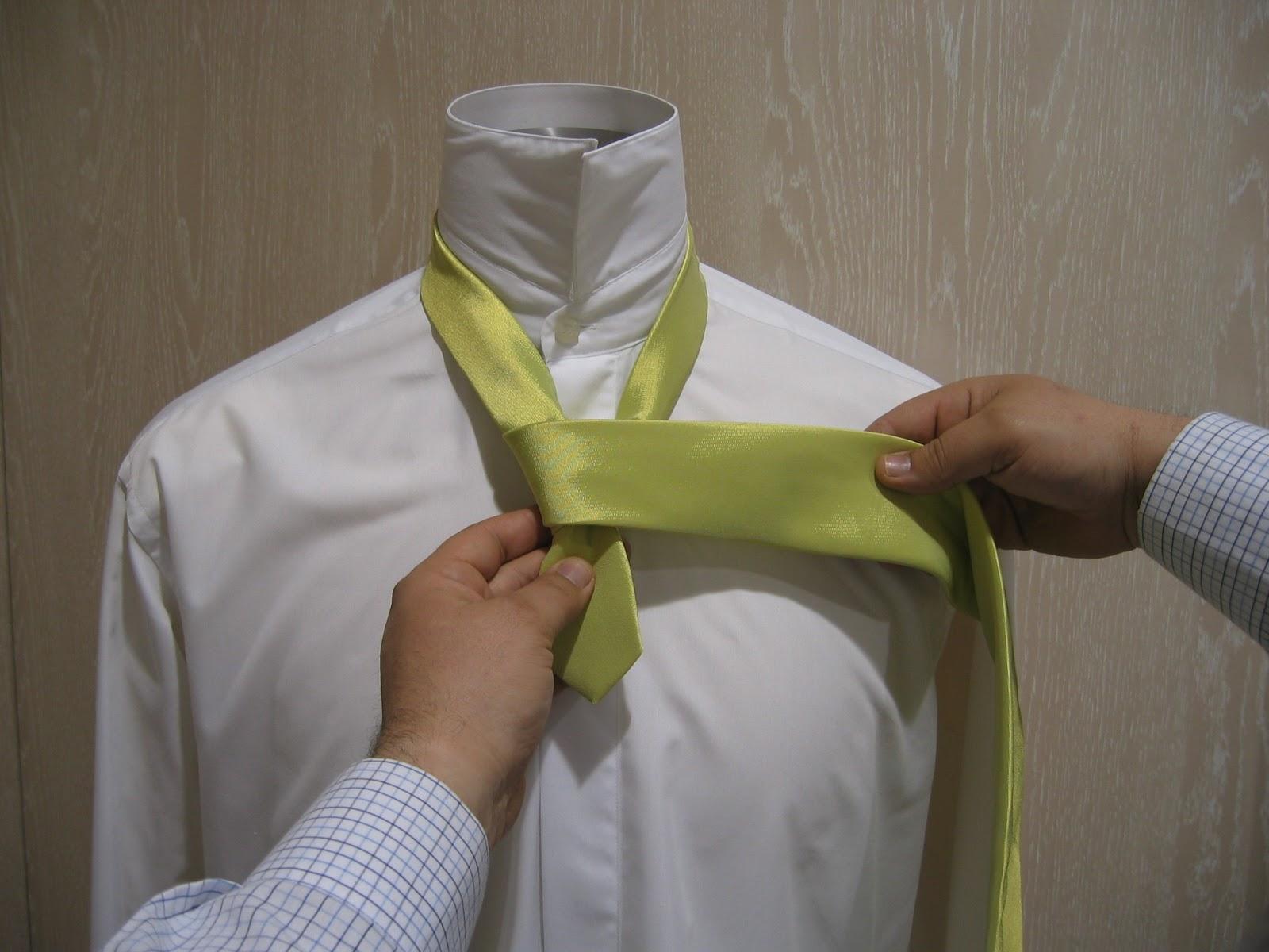 Como hacer el medio nudo de corbata windsor o nudo for Nudo de corbata windsor