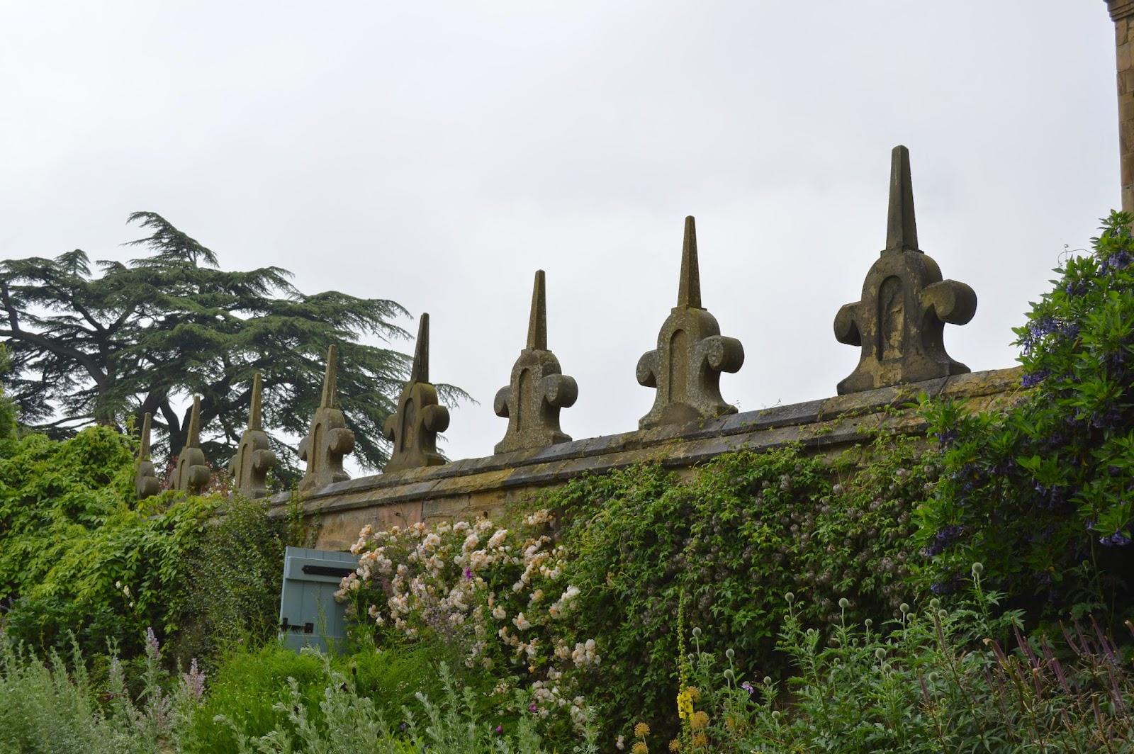 Hardwick Hall, Derby, visit, flowers, flower arrangement, roses, foxglove, photographs, pictures, photo, pretty
