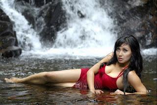 Foto Hot Dwi Putrantiwi Bugil Telanjang
