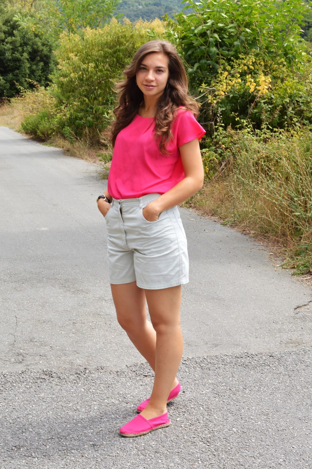 How to wear a fucsia top to style your better summer outfit! | The fashion peony blog
