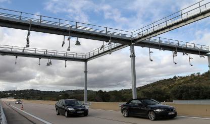 Federação de Transportes espanhola faz queixa contra Portugal por introdução de portagens