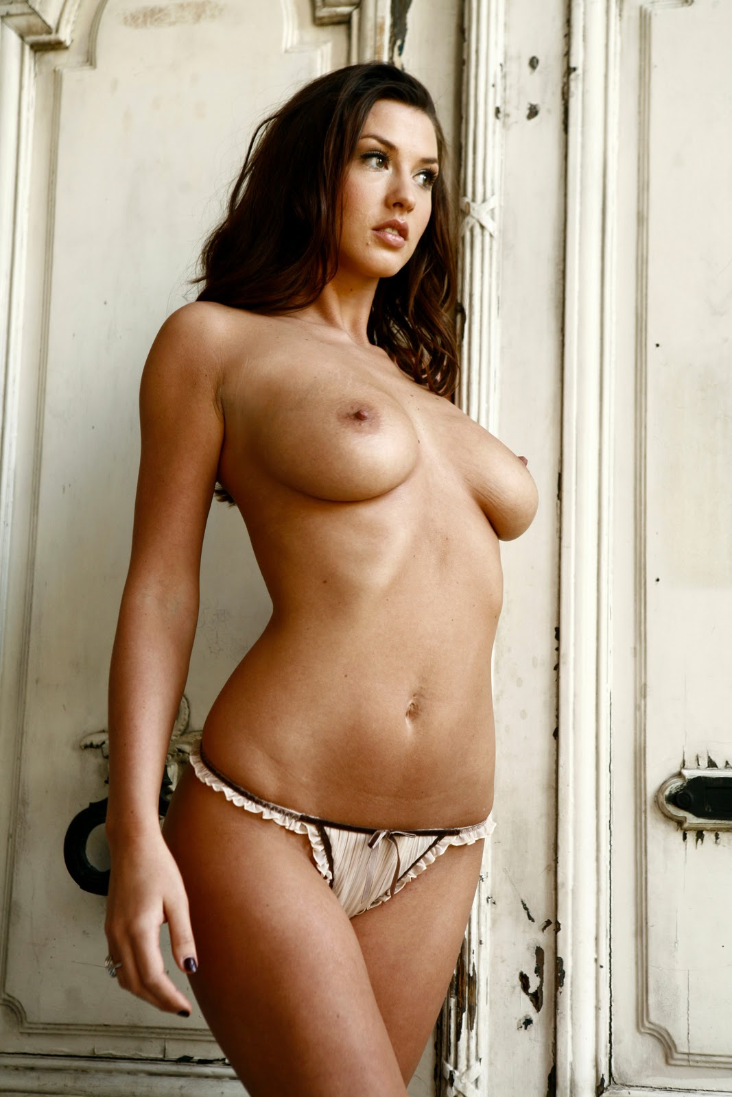 Alice Goodwin Butt Naked And Super Sexy UK CG Photoshoot | XXX Porn ...