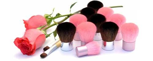 brochas y pinceles de maquillaje