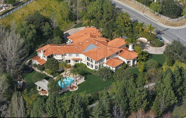 For the overwhelming majority of those who have their own home, Bruce Jenner certainly showing off his good life as the People.com statement news: He recently bought a Mansion at Malibu, CA, USA for $ 3.5 Million.  Located in front of the Pacific ocean, the property was built in 2010 and spans 3,500 square feet of living space.