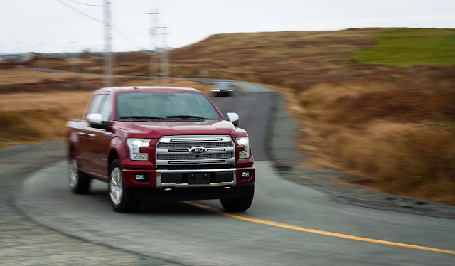 2015 Ford F-150 Platinum SuperCrew cornering