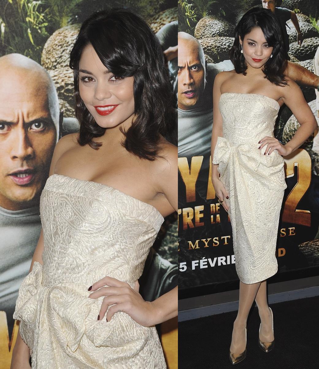 http://2.bp.blogspot.com/-8bMDSAtT6lA/TzwEum5FImI/AAAAAAAAE5Q/UUuPzIdyMQg/s1600/Vanessa+Hudgens+In+Moschino.jpg