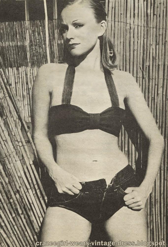 Transformez votre vieux jeans en bikini!  Une vieille paire de blue jeans usés constitue tout ce qu'il vous faut pour faire le plus terrible des bikinis .  Coupez les jampes aux 3/4 . Vous confectionnerez le soutien gorge avec ce qui reste .  Vous pouvez être certaine d'obtenir le bikini le plus sexy , le plus rock ... et le moins cher aussi !Denim Demon - 1973 vintage 70s 1970 sew couture  Turn your old jeans into bikini !
