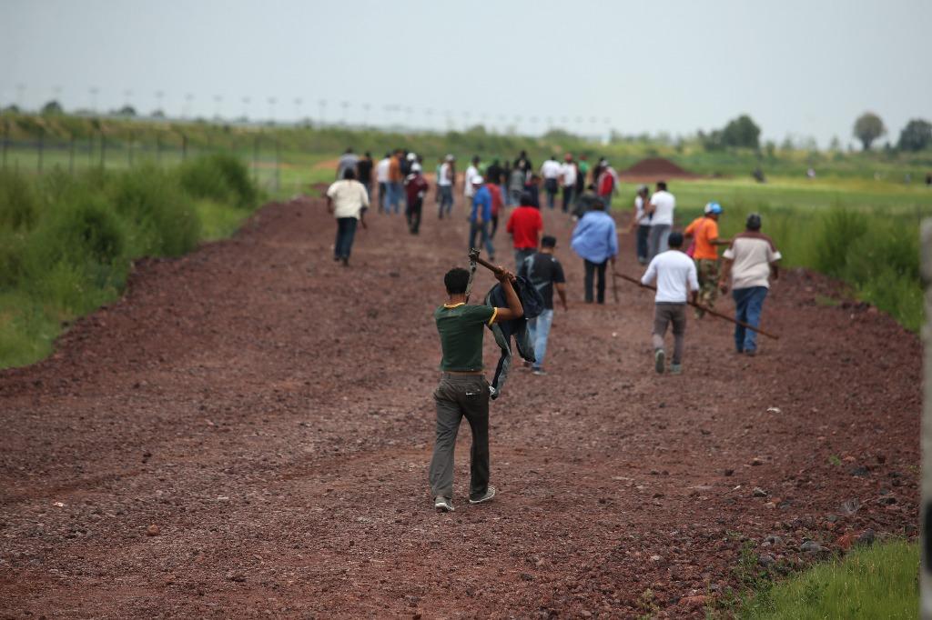 Golpeadores atacan a campesinos en obras del NAICM