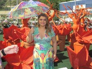 Preta Gil cantou Alegria, Alegria no desfile (Foto: Janaína Carvalho)