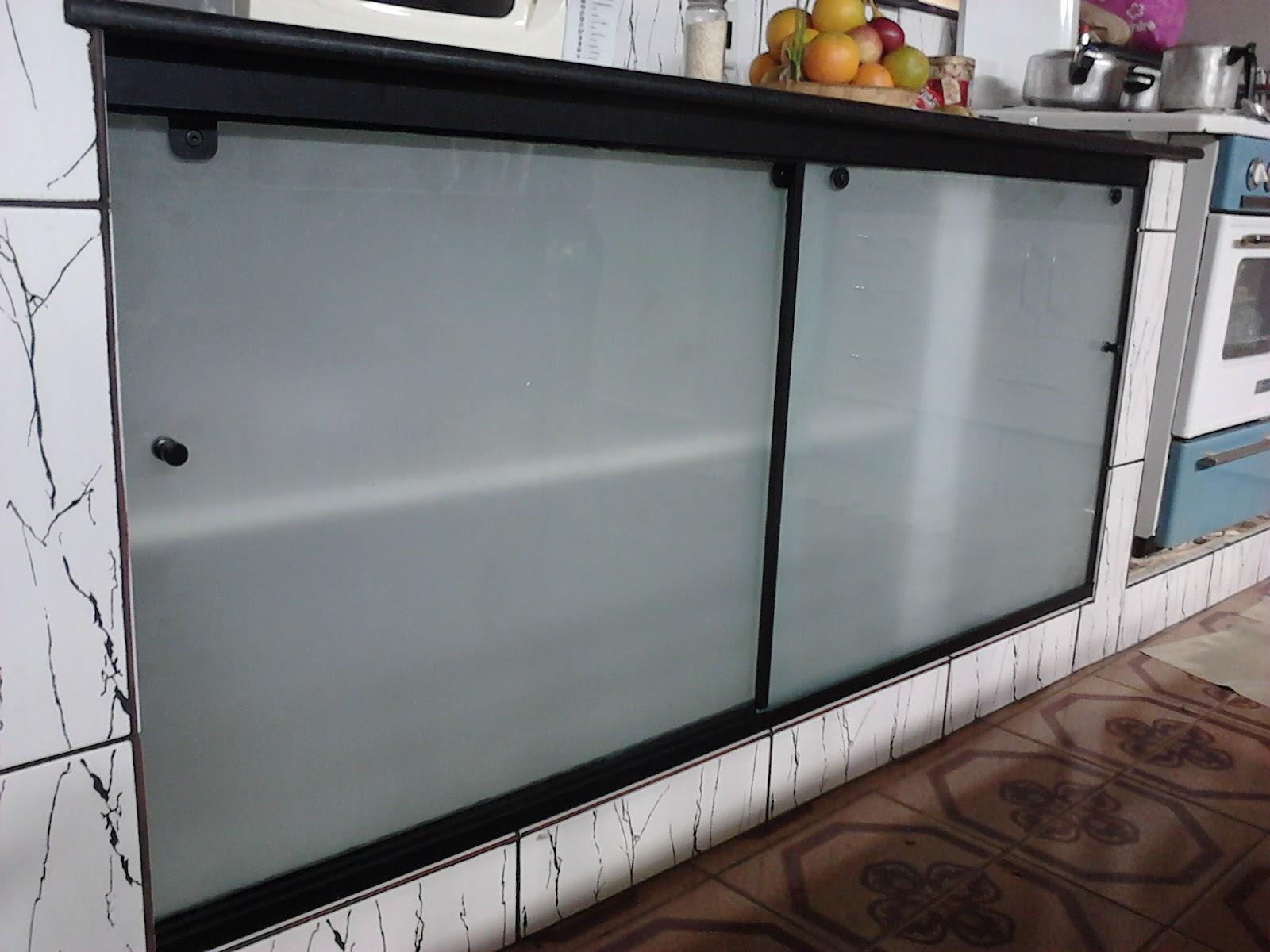 AF4 TEMPER VIDROS: Fechamento de pia com vidro jateado #7C6340 1600x1200 Banheiro Com Blindex Preto
