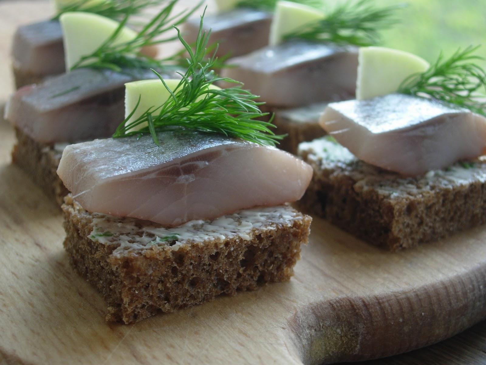 Хотите удивить своих близких и гостей канапе с рыбой, которой смотрится просто, но поражает яркими вкусовыми...