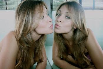 Nossa modelo Carla Forsetti ganhou nuances nos cabelos e corte com mais movimento e uma super mais