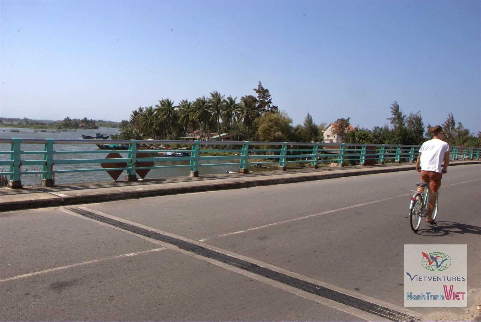 Phong cảnh nhìn từ cầu An Bàng, Trà Quế, Hội An