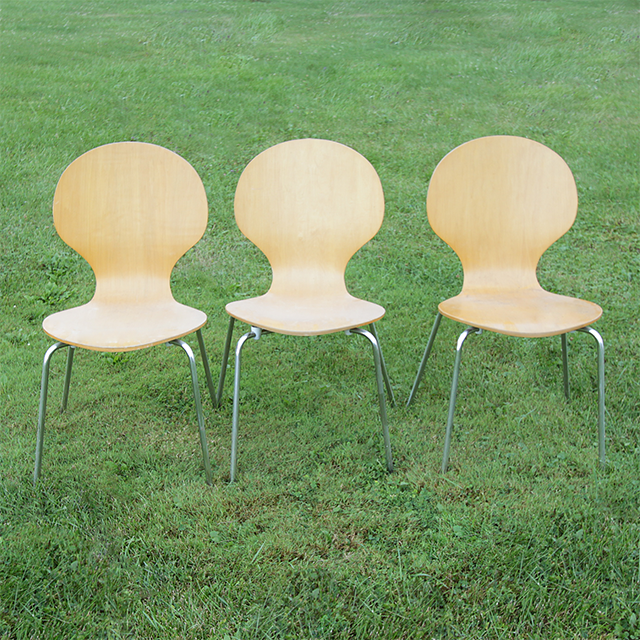 #thriftscorethursday Week 76 Modern Bentwood Dining Chairs   www.blackandwhiteobsession.com