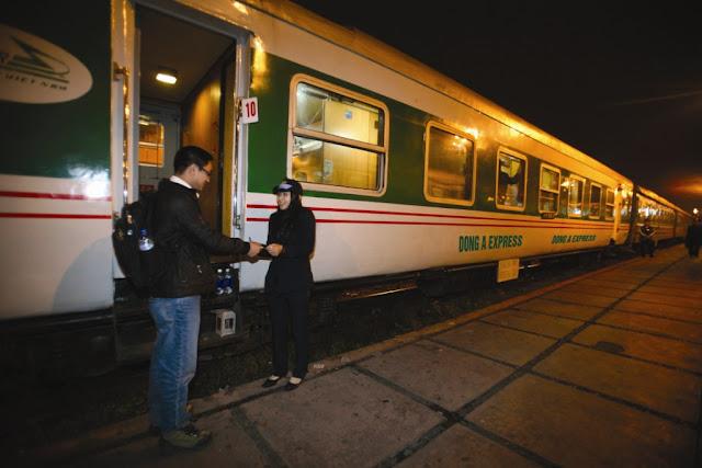 Cưa đón khách tàu Dong A train