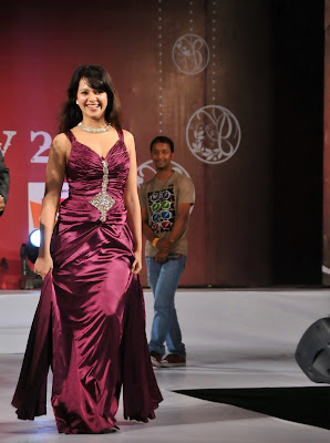 Saloni Hot in Blue Dress at Fashion Show Photos